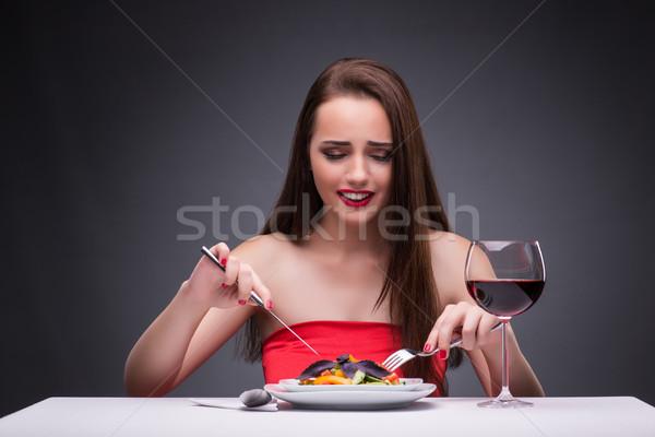 Mooie vrouw eten alleen wijn liefde gelukkig Stockfoto © Elnur