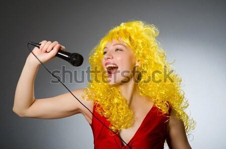 Сток-фото: смешные · певицы · женщину · Солнцезащитные · очки · изолированный · белый