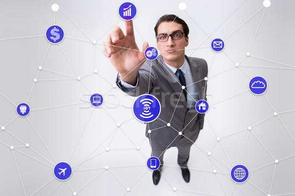 Internet işler işadamı Bina dünya dizüstü bilgisayar Stok fotoğraf © Elnur