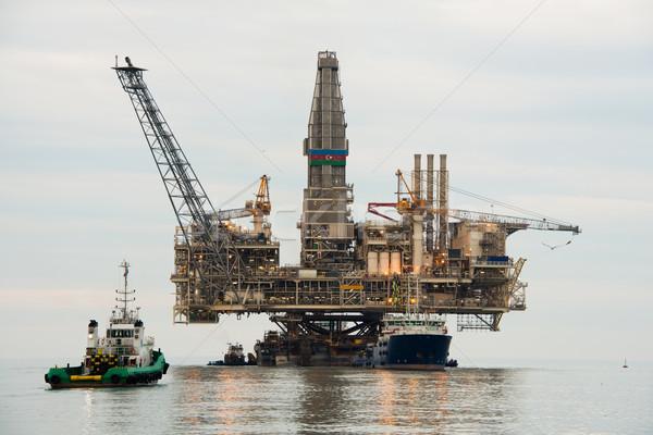 Plataforma de petróleo mar negócio céu tecnologia indústria Foto stock © Elnur
