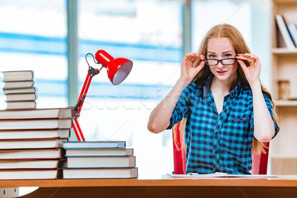 Genç kadın öğrenci sınavlar kız kitaplar Stok fotoğraf © Elnur