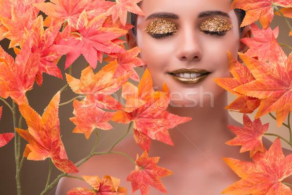 Mulher jovem secar cara natureza fundo Foto stock © Elnur