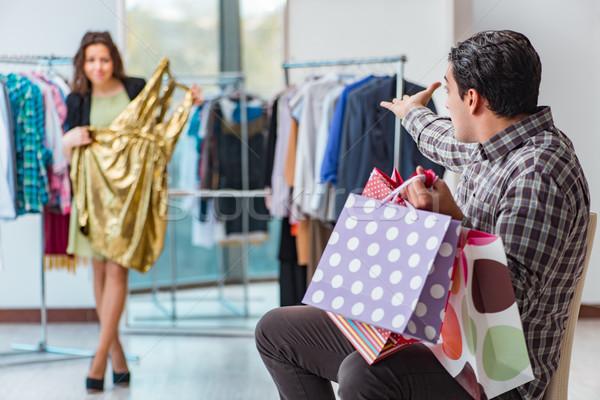 Foto stock: Hombre · espera · esposa · Navidad · compras · Pareja
