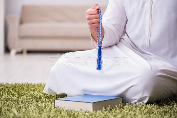 арабских человека молиться домой стороны книга Сток-фото © Elnur