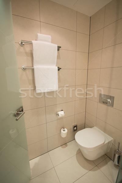 Modernes toilettes salle de bain design maison hôtel Photo stock © Elnur