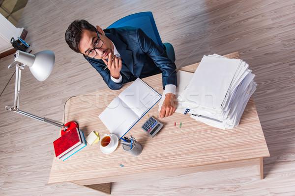 Fiatal üzletember stressz papírmunka férfi munka Stock fotó © Elnur