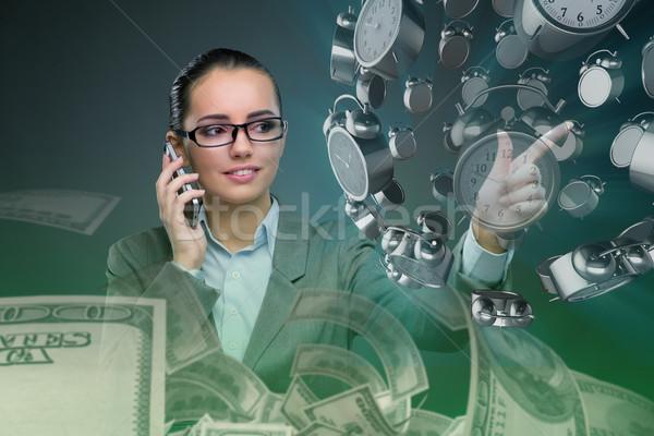 üzletasszony időbeosztás nő pénz idő pénzügy Stock fotó © Elnur