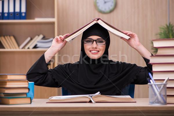 Kadın Müslüman öğrenci sınavlar kız kitaplar Stok fotoğraf © Elnur