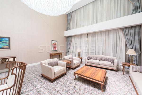 Foto stock: Moderno · interior · sala · de · jantar · luz · projeto · tabela