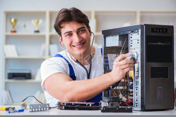 Stockfoto: Computer · man · schoonmaken