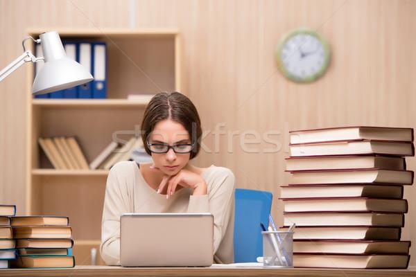 Fiatal diák egyetem vizsgák számítógép lány Stock fotó © Elnur