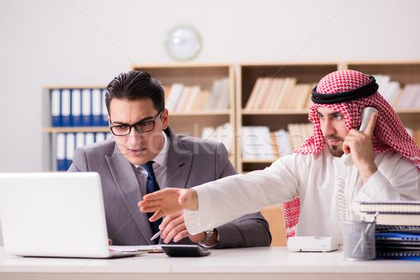 Stock fotó: Sokoldalú · üzlet · arab · üzletember · férfi · boldog