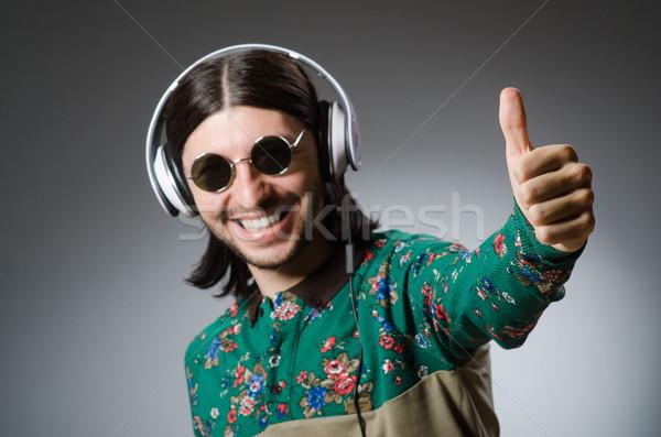 Jeune homme casque disco piano Rock club Photo stock © Elnur