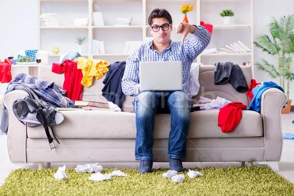 Młody człowiek pracy studia niechlujny pokój domu Zdjęcia stock © Elnur