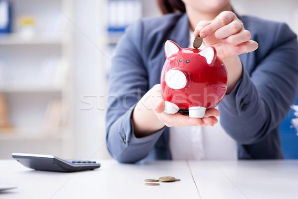 Femme d'affaires pension économies simulateur Homme pièces Photo stock © Elnur