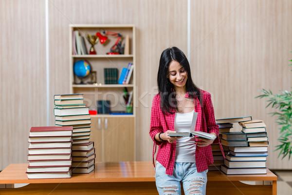 Młodych kobiet student kolegium szkoły egzaminy Zdjęcia stock © Elnur