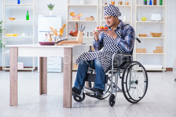 Jóvenes discapacidad marido ensalada hombre Foto stock © Elnur