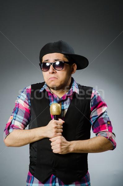 Komik adam şarkı söyleme karaoke disko gözlük Stok fotoğraf © Elnur