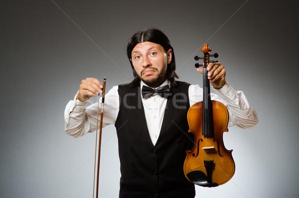 Férfi játszik hegedű musical művészet vicces Stock fotó © Elnur