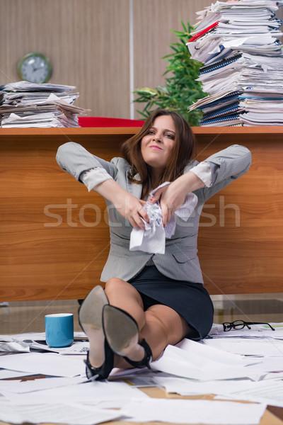 Femme d'affaires stress travail bureau papier travaux Photo stock © Elnur