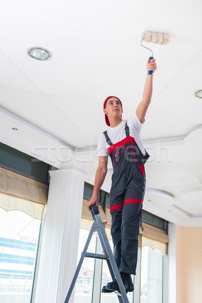 Jonge schilder schilderij plafond bouw muur Stockfoto © Elnur