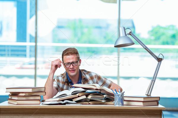 Jovem masculino estudante escola secundária exames livros Foto stock © Elnur