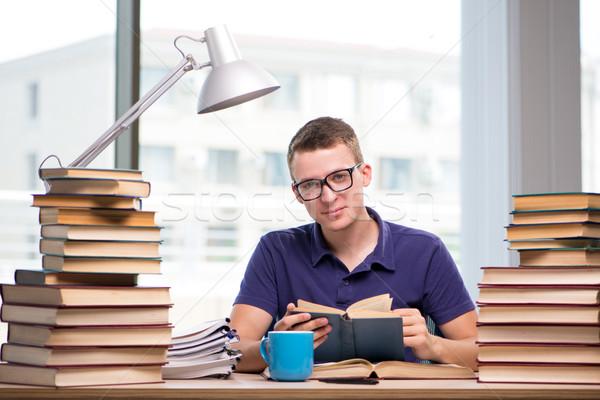 Jóvenes estudiante escuela exámenes hombre libros Foto stock © Elnur