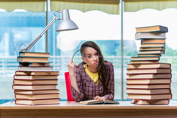 Stok fotoğraf: Genç · kadın · öğrenci · sınavlar · kız · kitaplar
