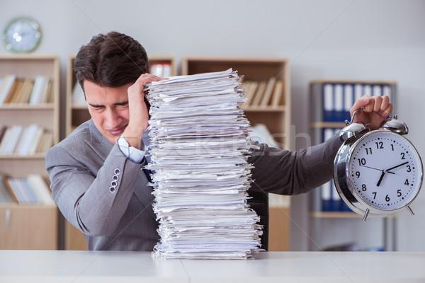 Imprenditore occupato scartoffie ufficio business carta Foto d'archivio © Elnur
