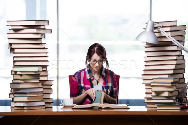 Genç kadın öğrenci sınavlar gülümseme kitaplar Stok fotoğraf © Elnur