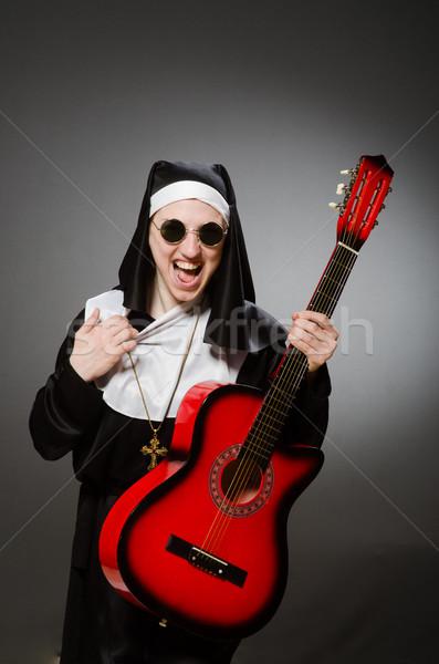 Divertente suora rosso chitarra giocare musica Foto d'archivio © Elnur