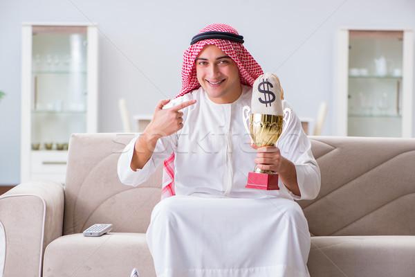 árabes hombre premio dinero sofá feliz Foto stock © Elnur