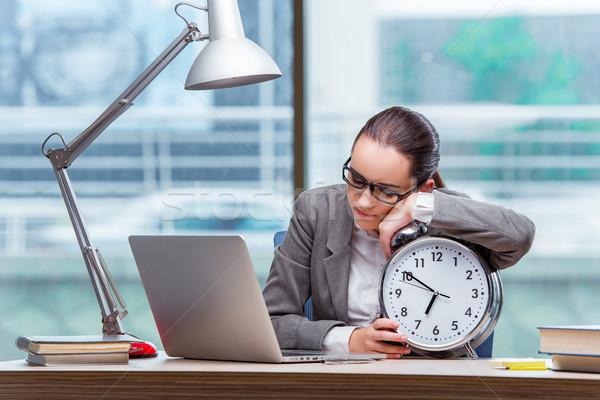 Imprenditrice soddisfare scadenze business felice clock Foto d'archivio © Elnur