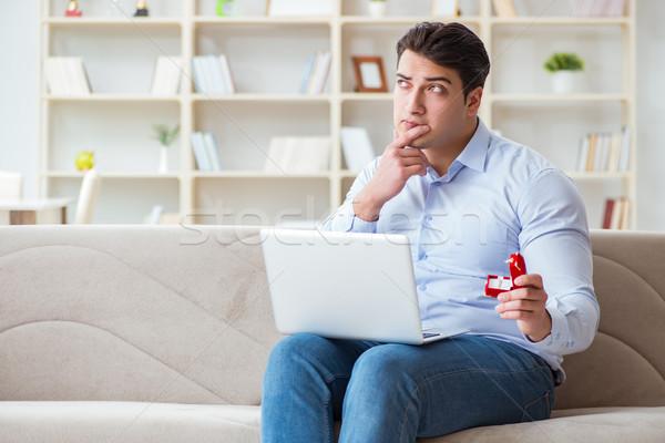Jonge man huwelijk voorstel internet laptop Stockfoto © Elnur