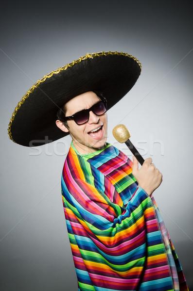 Grappig Mexicaanse zingen karaoke gelukkig microfoon Stockfoto © Elnur