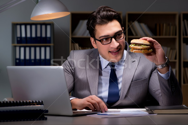 Işadamı geç gece yeme Burger iş Stok fotoğraf © Elnur