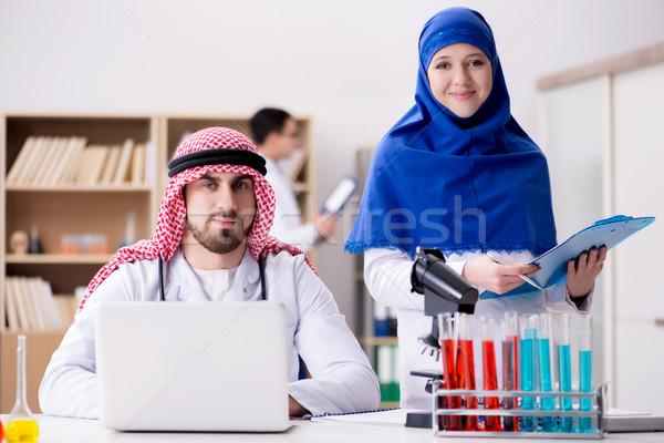 多樣 醫生 醫院 醫生 醫生 筆記本電腦 商業照片 © Elnur