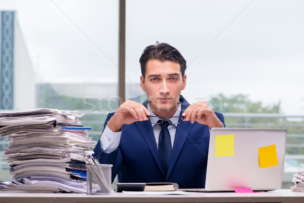 Munkamániás üzletember túlhajszolt munka iroda számítógép Stock fotó © Elnur