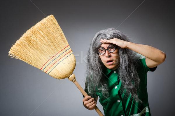 Komik adam fırçalamak peruk ev kız Stok fotoğraf © Elnur