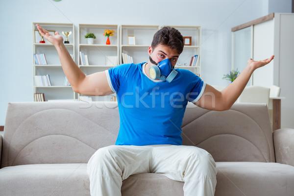 Człowiek pocenie się złe domu ciało maska Zdjęcia stock © Elnur