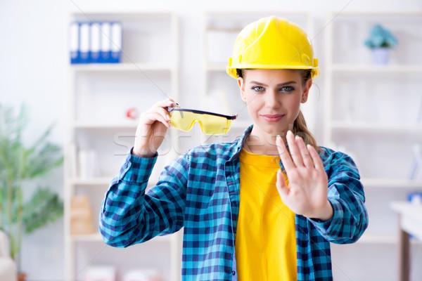 Mulher oficina óculos de proteção construção trabalhador industrial Foto stock © Elnur