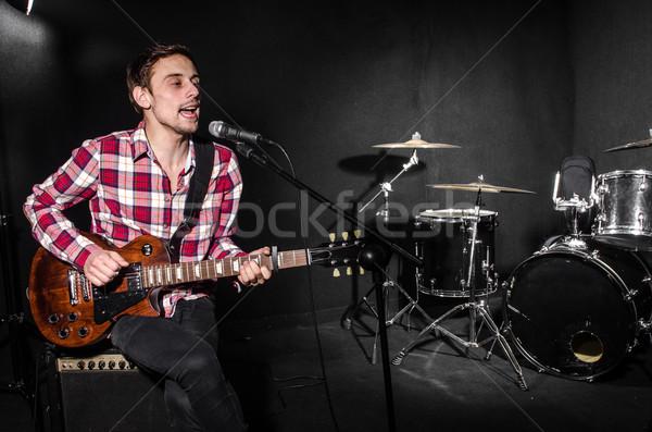 Homme guitare concert musique fête fond Photo stock © Elnur