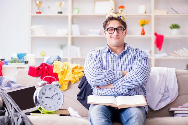 Fiatalember dolgozik tanul rendetlen szoba internet Stock fotó © Elnur