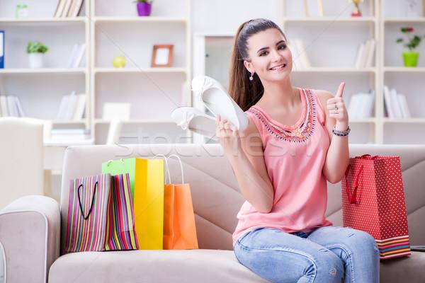 Młoda kobieta szczęśliwy domu zakupy buty Zdjęcia stock © Elnur