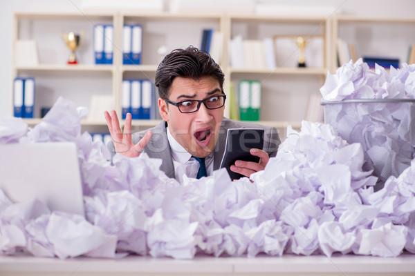 Zdjęcia stock: Biznesmen · papieru · recyklingu · biuro · działalności · człowiek