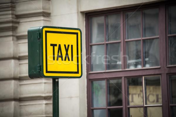 Stockfoto: Taxi · teken · daglicht · weg · stad · straat