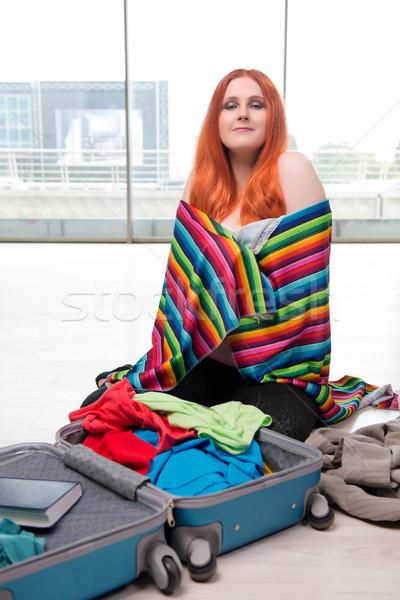 Fiatal nő csomagol utazás vakáció nő táska Stock fotó © Elnur