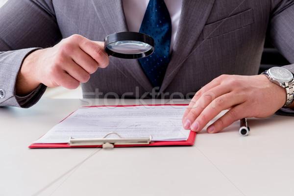 Foto stock: Hombre · mirando · informe · negocios · empresario · de · trabajo