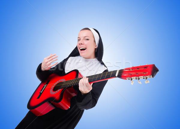 Suora giocare chitarra gradiente donna musica Foto d'archivio © Elnur