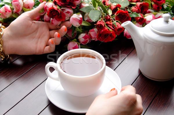 Beker thee catering bloemen handen glas Stockfoto © Elnur